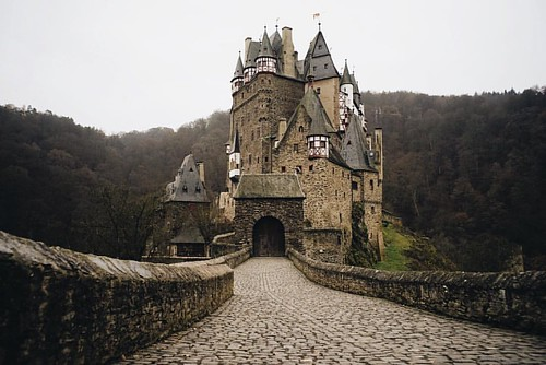 One of only three castles on the left bank of the Rhine River left undestroyed over the centuries, Burg Eltz has remained in the same family for over 850 years, or 33 generations. #burgeltz #eltzcastle
