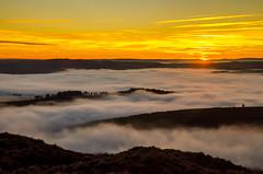 Islands in the Clouds (Peter Quinn1) Tags: derbyshire derwentvalley inversion temperatureinversion mist peakdistrict