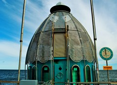 Tauchgondel - Jules Vernes lsst gren... (claudia.kiel) Tags: olympus balticsea insel rgen ostsee sellin seebrcke tauchgondel omdem10