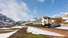 Pajares (Nohab0100) Tags: railroad españa snow train tren spain espanha railway neve locomotive freight mitsubishi locomotora comboio renfe castillayleón locomotiva 251 mercancías villamanín mercadorias
