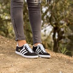 black beauty fashion moda blogger sneakers trainers adidas gazelle suede belleza zapatillas adidasoriginals bloguera influencer fashionblogger instagram