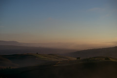 foggy morning in val d'orcia, toscana (trevis_lu) Tags: photo landscape paesaggio valdorcia toscana tuscany fischia mist colline hills nikondf nikkor80200f28