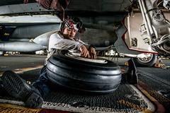 161013-N-OI810-093 (U.S. Pacific Fleet) Tags: ussronaldreagancvn76 invinciblespirit2016 fa18f vfa102 landinggear tire
