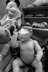 paris puces montreuil baigneur fev 1993 (patrickdeby) Tags: jouets voitures enfance peluche ours puces montreuil