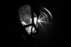 Ambition d'une ampoule / Ambition of a lamp (vedebe) Tags: lumires lumire soleil urbain rue street ville city noiretblanc netb nb bw monochrome