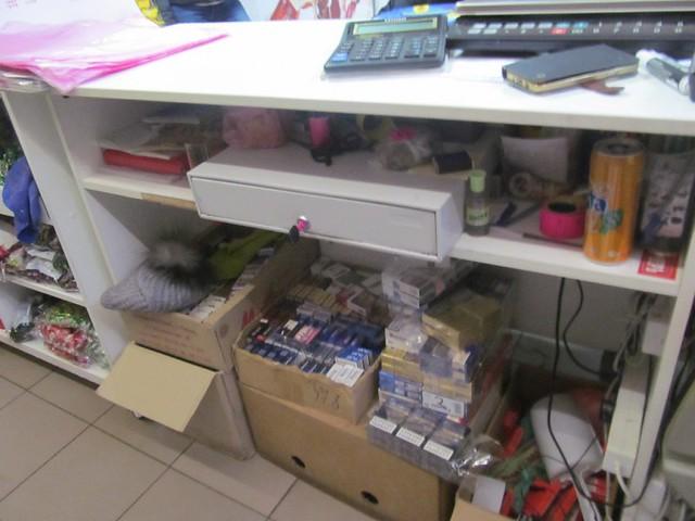 Кассир ограбленного магазина догнала вора иуговорила вернуть деньги