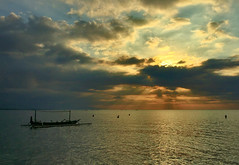 Fishermen of Lovina (frata60) Tags: iphone6plus apple bali indonesia indonesi fishermen vissers vissen holidays vacation skyscape seascape landschap sunset landscape zonsondergang sun clouds wolken sky boat boot people