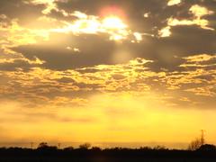Atardecer nublado (ChequeGarza) Tags: sony dsc h5 sunset clear cloudy sky 2006 december sun atardecer golden mexico tamaulipas diaz ordaz