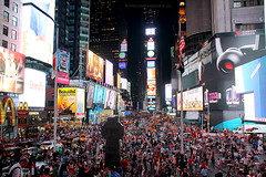 TIME SQUARE - NEW YORK (Pablo C.M    BANCOIMAGENES.CL) Tags: city nyc usa ny newyork night lights luces noche manhattan broadway ciudad timesquare nuevayork eeuu