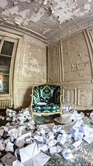 Fauteuil (Pichot Thomas) Tags: paris france canon de french d villa salon 500 exploration 8mm maison franais fauteuil urbain urbex urbaine abandonn 500d ambassadeur samyang