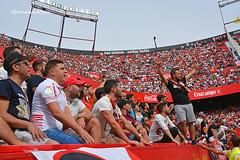 Aqu estamos contigo, Sevilla (Quico Prez-Ventana) Tags: fcbarcelona ftbol sevillafc biris estadiosnchezpizjun ligabbva