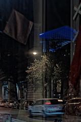 Reflets nocturnes, retour de Photowalk (fmcp) Tags: paris france station boulevard mtro voiture bleu reflet photowalk foulard 75 garibaldi nuit 75015 fra vitrine verrire svreslecourbe moyendetransport