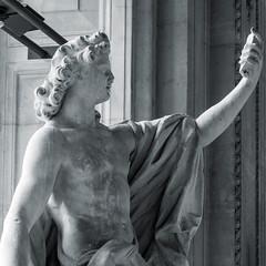 IL SELFIE ALLE ORIGINI (zozoros) Tags: paris louvre parigi selfie