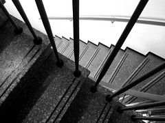 (andreas_inkoeln) Tags: blackandwhite monochrome monochrom treppenhaus scharzweiss