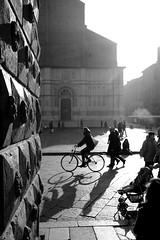 Piazza Maggiore (Narda) Tags: bologna piazza controluce sanpetronio bicicletta piazzagrande siluettes