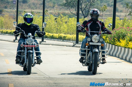 Bajaj-Avenger-220-vs-RE-Classic-350-07