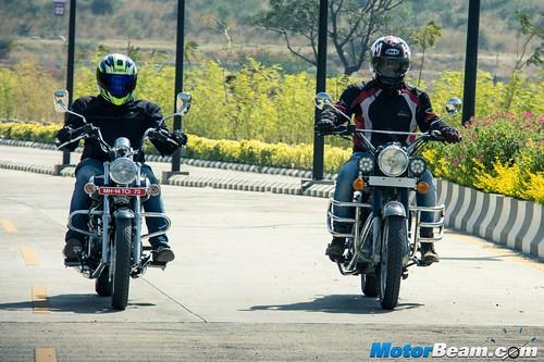 Bajaj-Avenger-220-vs-RE-Classic-350-07