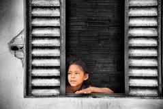 Une fenêtre pour rêver - A window to dream (Docaron) Tags: brésil brazil amazonie amazonia riotapajos tapajoara fille girl indien peuple dominiquecaron indian tribe