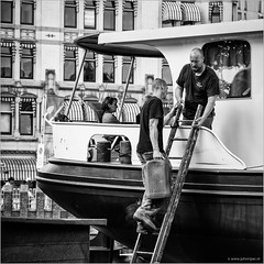 Ship supply in the Old Harbour (John Riper) Tags: johnriper street photography straatfotografie square vierkant bw black white zwartwit mono monochrome netherlands candid john riper canon rotterdam marine port worldportdays wereldhavendagen 6d men ladder jerry can oudehaven wittehuis ship supply people 70200l