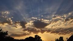 siehst du dieses Licht ! (kabafit25) Tags: sonnenuntegang sonnenstrahlen sonne strahlen light rays