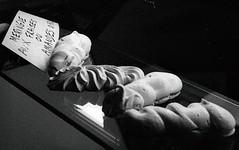 Meringues aux fraises ou amandes. (nicolasrobert2) Tags: boulangerie pâtisserie meringues caffenol fomapan iso400 virton gaume argentique noiretblanc blackandwhite