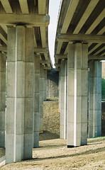 broen/bridge (Robert Ugroci) Tags: bridge most bron broen 35mm praktica ltl3 helios 442 582 fujicolor c200 filmlovers c41