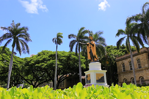 palmtrees hawaii kamehameha kingkamehameha statue hawaiianroyalty royalty conqueror legendary badass dragonball tropical hawaiianking warrior