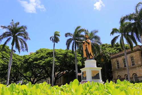 palmtrees hawaii kamehameha kingkamehameha statue hawaiianroyalty royalty conqueror legendary badass dragonball tropical hawaiianking warrior