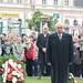 Dr. Latorcai János, az Országgyűlés alelnöke, a Kereszténydemokrata Néppárt Országos Választmány elnöke fejet hajt a Széna téri '56-os emlékmű előtt