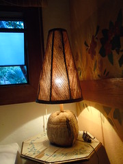 Artesanato (alecristian) Tags: artesanato coco palha abajur amanhecer descanso