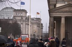 The Reichstag (le calmar) Tags: christmas city winter cold berlin slr canon germany deutschland reflex gate europe december reichstag allemagne froid ville décembre 2014 brandeburg brandbourg 50d