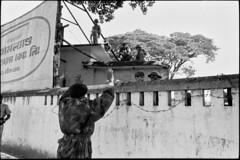 Abbas Attar (liberationwarbangladesh.org) Tags: poster exterior faces arm camouflage dedos extérieur soldat affiche bras viewfromrear wallouter soldierarmy imagetoosmall muràlextérieur bangladeshwarofindependence ecrituresanskrite sanskritscript guerredindépendancedubangladesh