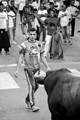 Toro de San Miguel 2016 (Jos E.Egurrola/www.metalcry.com) Tags: toro encierro running bull bulls toros rincon soto rincondesoto larioja septiembre 2016 september septiembre2016 september2016 gente fiesta fiestas fiestasdesanmiguel torodesanmiguel recorte es explored ngc