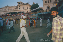 2004-Golden Temple Kar Sewa 17 (Malwa Bus Archive) Tags: amritsar goldentemple india punjab sikhs to416 travel karsewa malwabusarchive 2004
