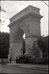 Washington Square Arch (je245) Tags: leicam3 leicasummicron50mmf20rigid kodak tx400 diafine nyc newyork