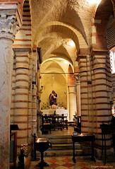 Chiesa di San Lorenzo ~ Verona (EnDie1) Tags: endie1 verona italia italien arena kolosseum chiesadisanlorenzo church kirche gewlbe sule bogen