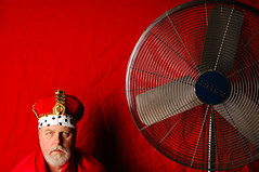 Some Days I Just Don't Feel Like a King (Studio d'Xavier) Tags: somedaysijustdontfeellikeaking werehere afanclub red king fan 365 october172016 291366