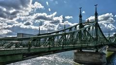 PUENTE SOBRE EL RIO DANUBIO (abuelamalia49) Tags: puente riodanubio budapest nubes