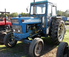 CJL 364C (Nivek.Old.Gold) Tags: 1965 ford tractor cheffins