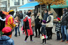 Dancing Pete (Davydutchy) Tags: dejouwer joure fryslân friesland frisia frise netherlands niederlande nederland paysbas sinterklaas sint sintnicolaas pieterbaas zwarte piet black pete peter parade intocht optocht dutch tradition children feast party fest november 2016