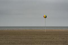 Deauville - La spiaggia (Renato Pizzutti) Tags: francia normandia deauville spiaggia minimal pallone colori mare nikond750 renatopizzutti