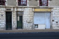 (Jean-Luc Lopoldi) Tags: rue paysbasque magasin ferm decay volet vtuste abandonn portes doors shop