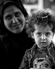 Mother with Child - Shiraz, Iran (André Schönherr) Tags: 40d visionhunter child mother mutter kind shiraz streetlife people faces gesichter monochrom bw schwarzweis