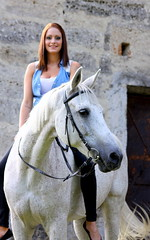 Magda&Sabi (Kraqueboom) Tags: horse girl lady trust frau dame unicorn pferd mädchen whitehorse einhorn schimmel gelding wallach