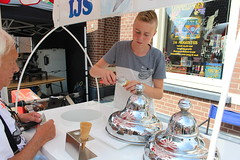 Young ice cream seller (Davydutchy) Tags: auto old boy man holland classic netherlands car is automobile nederland august teen icecream teenager vehicle oldtimer eis drente junge drenthe glace garon niederlande tiener ragazzo ijs oap jongen ijsco klassiker 2015 vetern eiskrem ruinerwold oldtimerdag automobiel  zmrzlina iskrem paybas