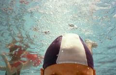 selfie underwater (Renato Rispoli) Tags: underwater estate piscina mx10 seasea analogico cingoli kodakcolorplus200