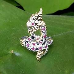 แหวนพญานาคเนื้อเงิน  ฝังทับทิมแท้ 12 เม็ด  สนใจติดต่อสอบถาม LINE ID : ninetyJewel  #เครื่องประดับ #พญานาค #เพชรพญานาค #แหวน #กำไล #จี้ #เงิน #เครื่องเงิน #jewelry #ring #เพชร #ทอง #925 #gold #silver #ลงยา
