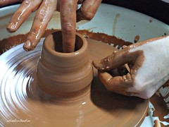 Manos artesanas ... trabajos de barro  con el torno   036 (adioslunitaadios) Tags: cermica2016 barro torno manualidades macros fujifilm