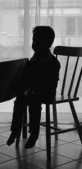 Too small (Franois Tomasi) Tags: sombre dark blackandwhite noir blanc black white pointdevue pointofview pov selfie smartphone lumire lumires light lights clairage jeune garon boy enfant child negro blanco google flickr france french europe world petit small chaise table wow wonderfulworld