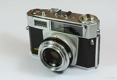 Aires Viscount M2.8 on Display (02) (Hans Kerensky) Tags: aires viscount m28 display japanese 35mm rangefinder camera lens q coral 128 45cm
